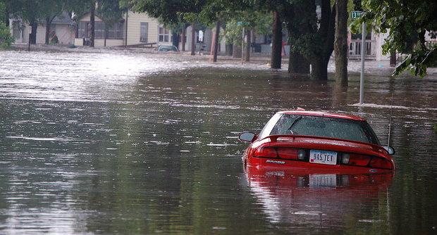 น้ำท่วมรถ สรุปเคลมประกันภัยได้ไหม