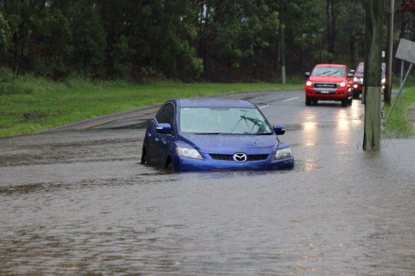 3 ระดับ ขับรถลุยน้ำท่วมแล้วยังไหว