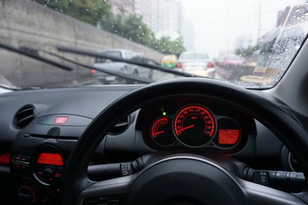 เทคนิคขับรถในช่วงหน้าร้อนอย่างไรให้ปลอดภัย