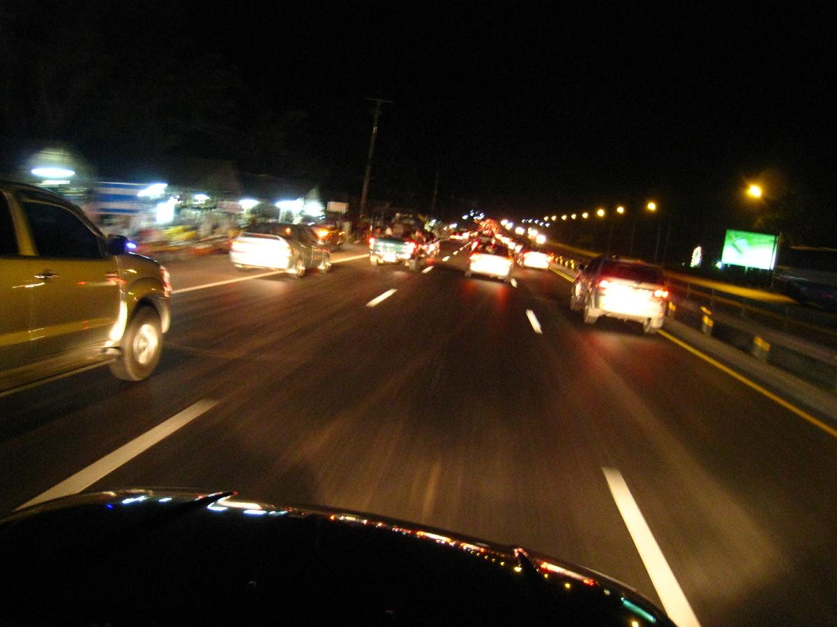 วิธีขับรถยนต์ตอนกลางคืน