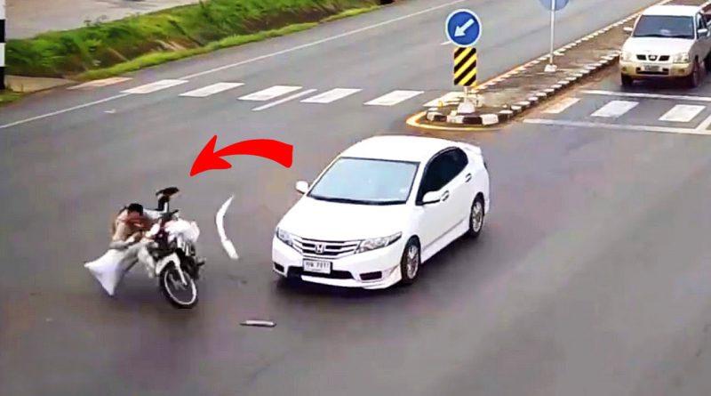ถ้าขับชนมอไซค์ 2 คัน ที่ล้มอยู่หน้ารถ แบบนี้ประกันจะว่ายังไง